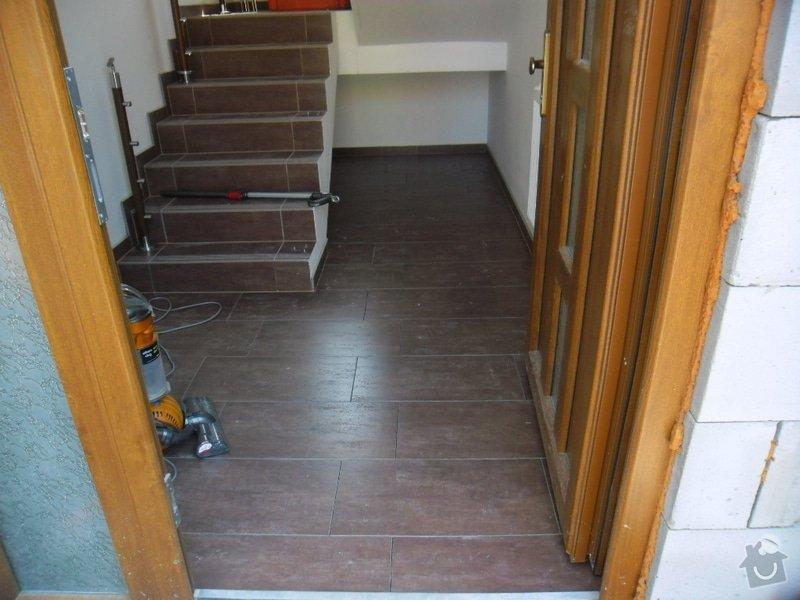 Dlažby, obklady v koupělně, WC a na chodbě + omítky v garáži: 010