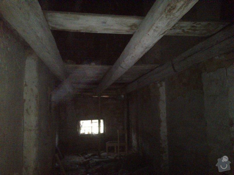 TESAŘ: Rekonstrukce jižního štítu sedlové střechy: DSC_2078