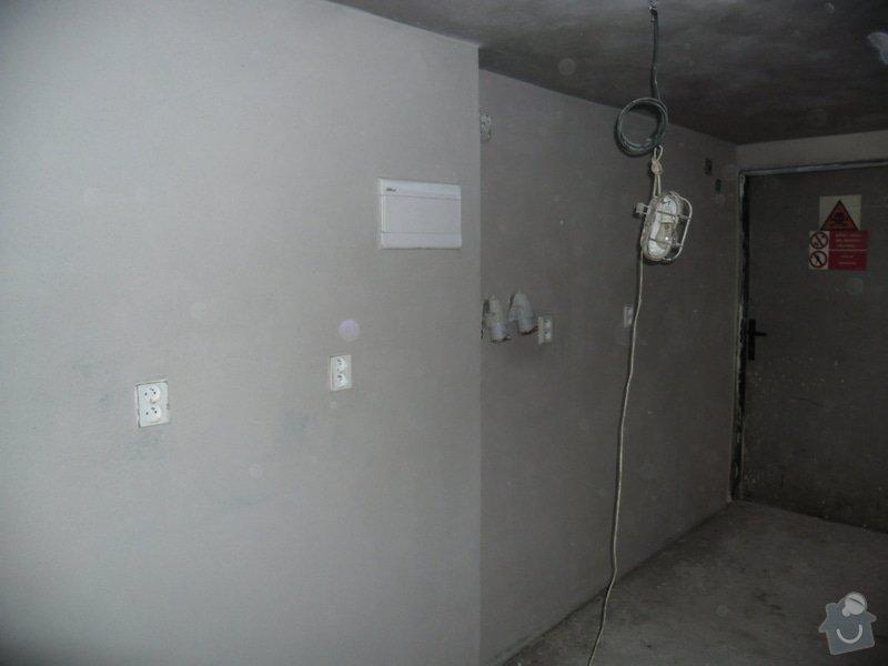 Dlažby, obklady v koupělně, WC a na chodbě + omítky v garáži: renovace-omitek-v-garazi-2-etapa_005