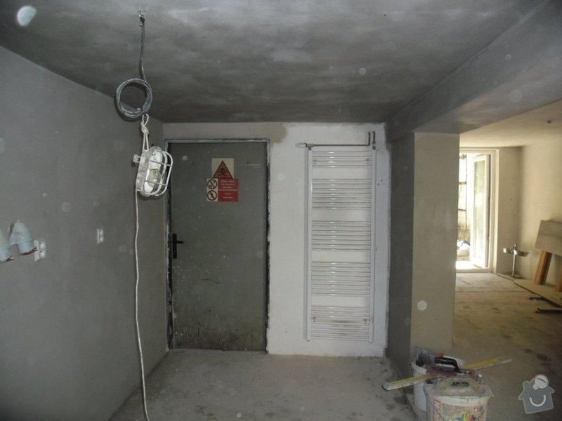 Dlažby, obklady v koupělně, WC a na chodbě + omítky v garáži: renovace-omitek-v-garazi-2-etapa_006