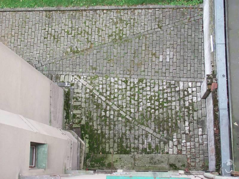 Odvodnění dvora- 35m2 dlažby,  20m2 nopkové folie: IMG_8239a