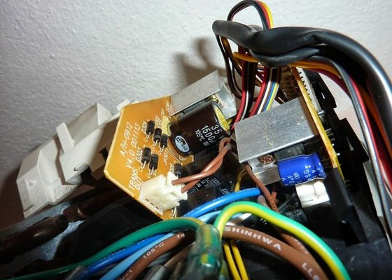 Oprava elektroniky klimatizace - výměna kondenzátoru