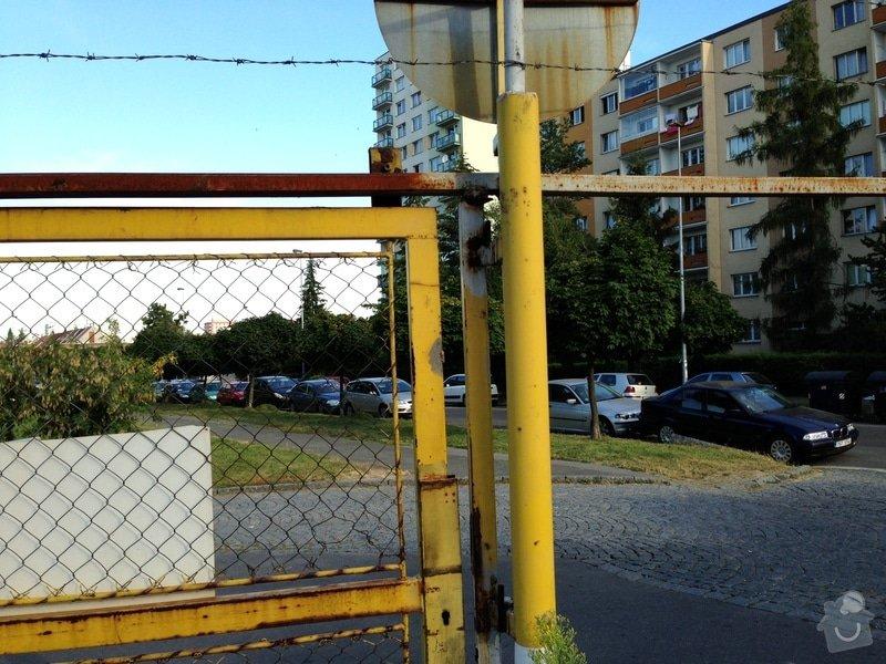 Repase vjezdových vrat na parkovišti: IMG_0717