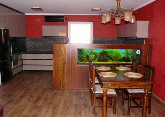Kuchyňská linka a skříň na akvárium
