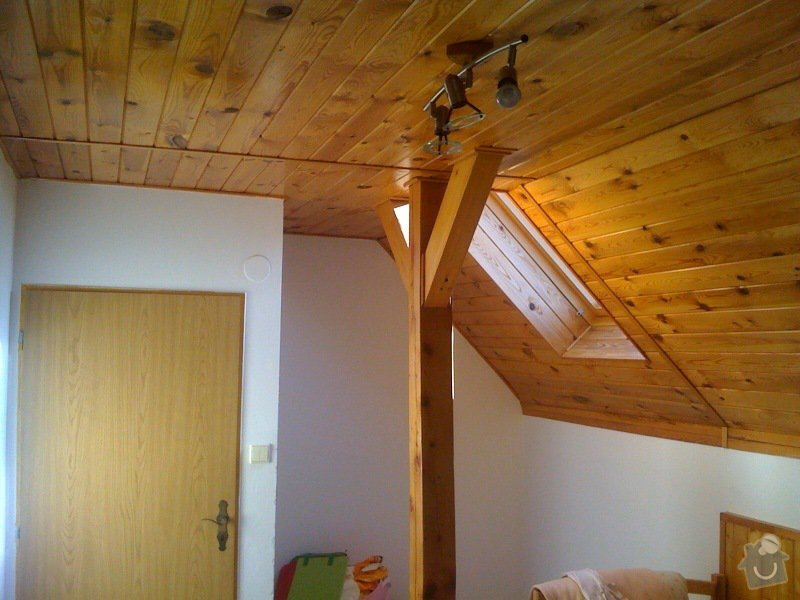 Instalace dvou střešních oken a nové sádrokartonové stropy (2 pokoje): pokoj_levy_2