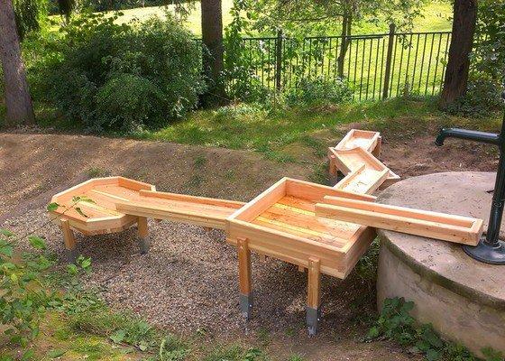 Výrobu dřevěných vodních herních prvků (korýtka)