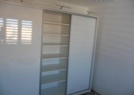 Sestava vestavěných skříní v Plzni