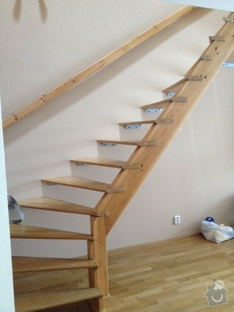 Zábradlí ke dřevěnému schodišti - interiér: obrazek_3