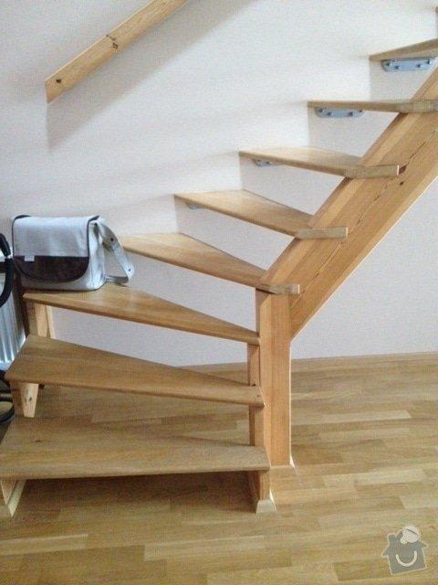 Zábradlí ke dřevěnému schodišti - interiér: obrazek_1