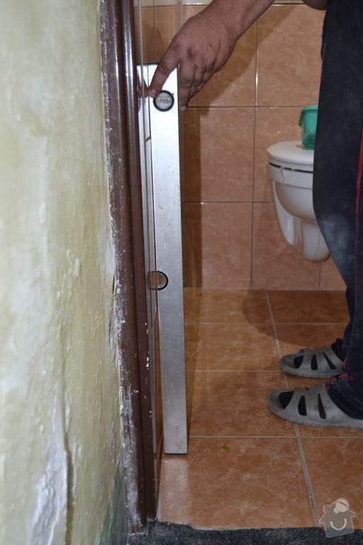 Rekonstrukce koupelny a wc: 01-Odchylka_kolmosti_12mm_na_120cm_delky.Autor_Roman_Berka_kopie