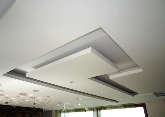 Designový SDK podhled do obývaku a kuchyně