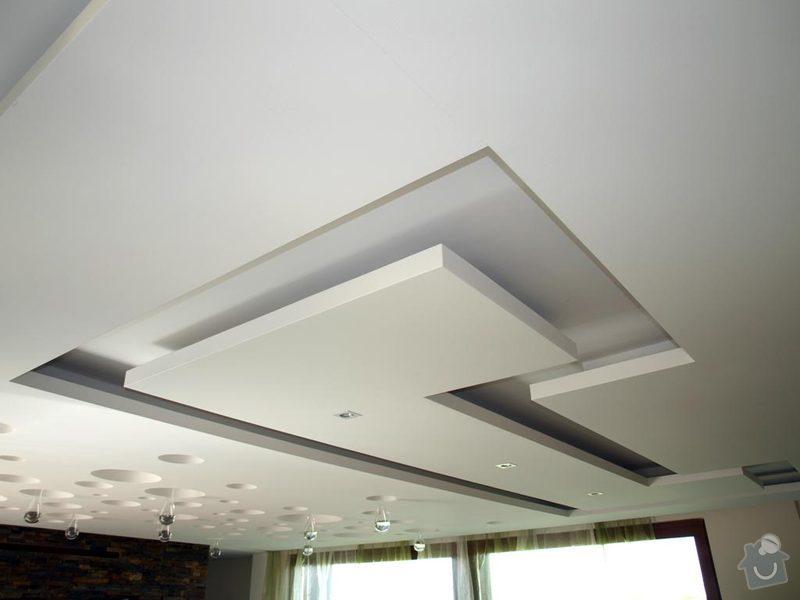 Designový SDK podhled do obývaku a kuchyně: Podhled