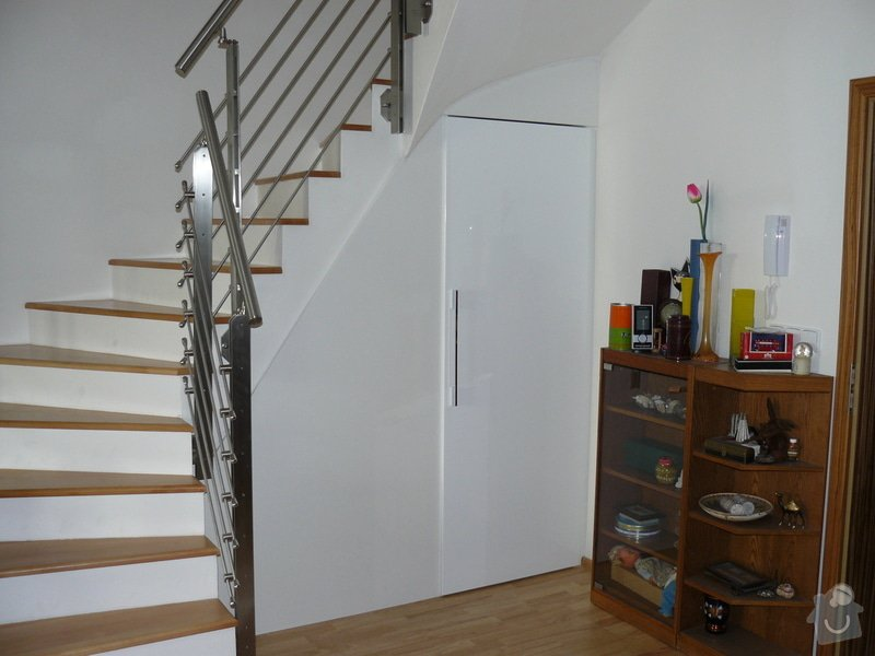 Výrobu 2 úložných prostorů-vestavěných skříní: P1060487