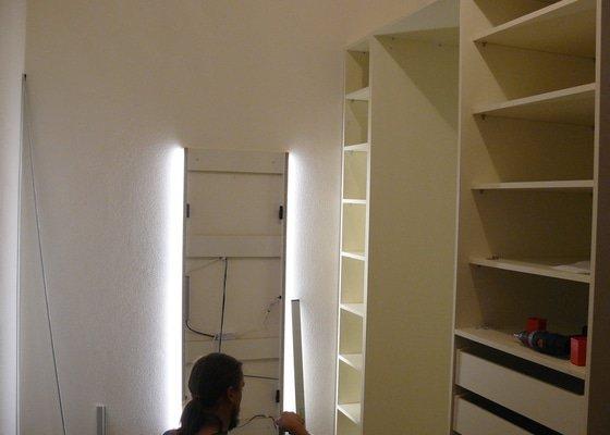 Výrobu 2 úložných prostorů-vestavěných skříní