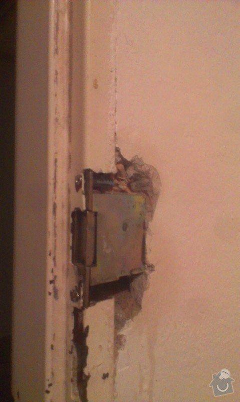Zámek u vstupních dveří: IMAG3057