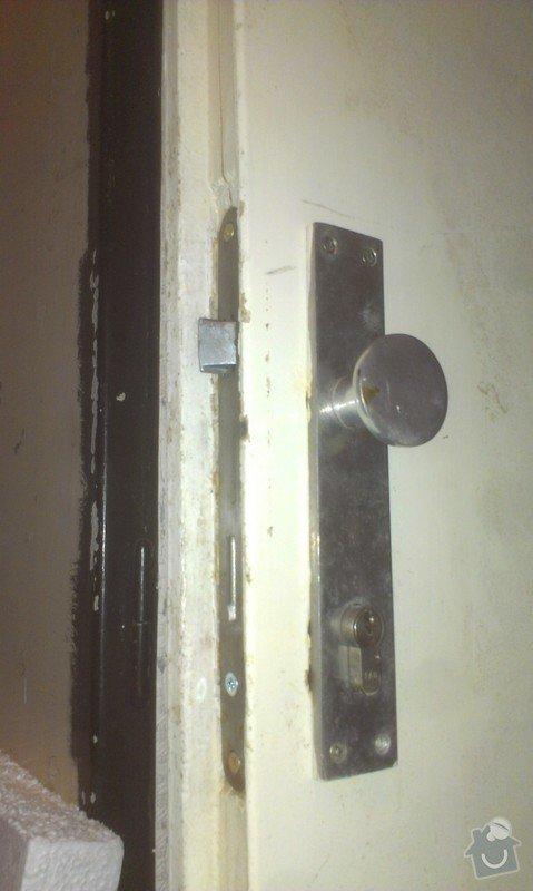 Zámek u vstupních dveří: IMAG3058