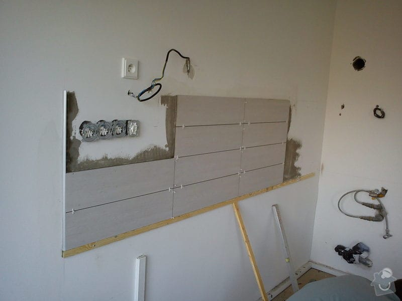 Obklad stěny za kuch. linkou - 3m2: DSC00628