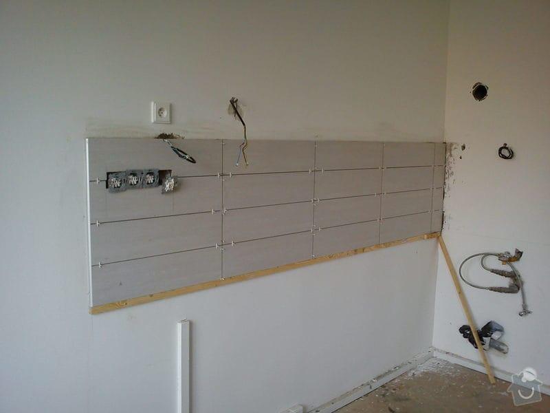Obklad stěny za kuch. linkou - 3m2: DSC00632