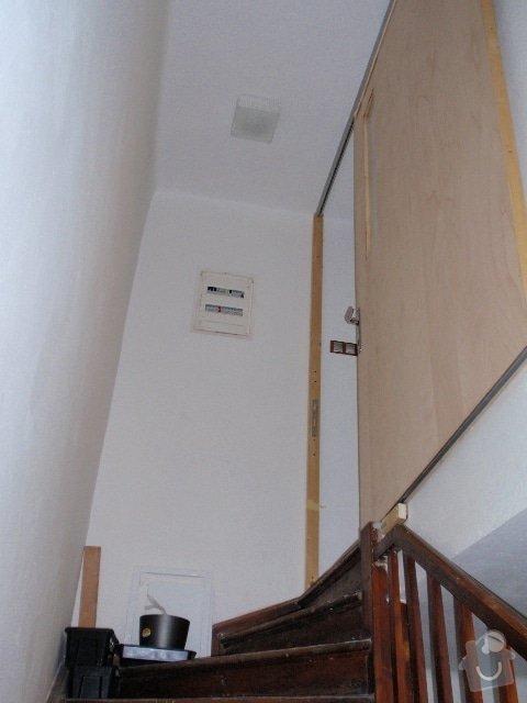 Zedník - instalace zárubně 125cm do atypického otvoru + rozšíření výklenku: dvere_celkovy_pohled_z_chodby