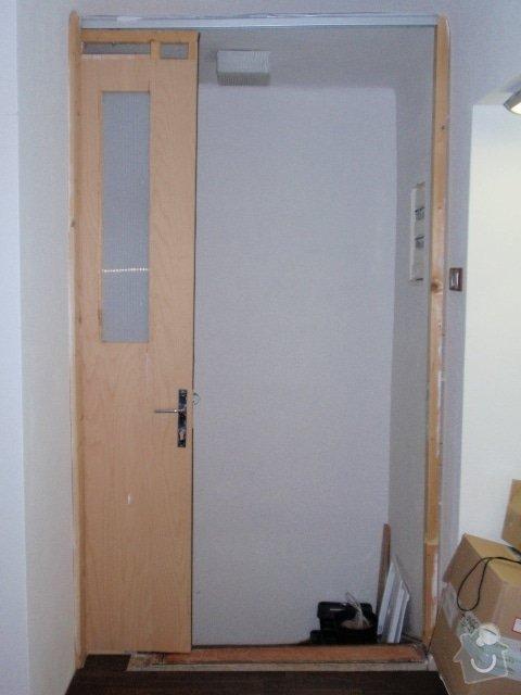 Zedník - instalace zárubně 125cm do atypického otvoru + rozšíření výklenku: dvere_otevrene_z_bytu
