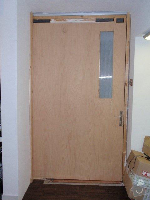 Zedník - instalace zárubně 125cm do atypického otvoru + rozšíření výklenku: dvere_zavrene_z_bytu