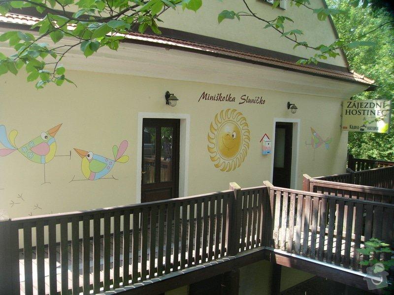Nástěnná malba pro miniškolku v roce 2012, 2013 + Renovace a výzdoba dveří samolepkami: nastenna-malba-pro-miniskolku-v-roce-2012_P1270903