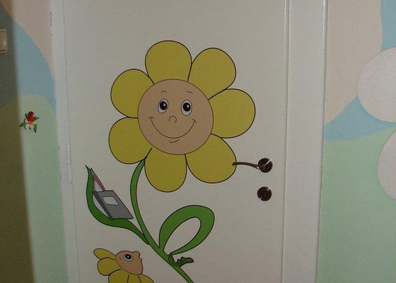 Nástěnná malba pro miniškolku v roce 2012, 2013 + Renovace a výzdoba dveří samolepkami