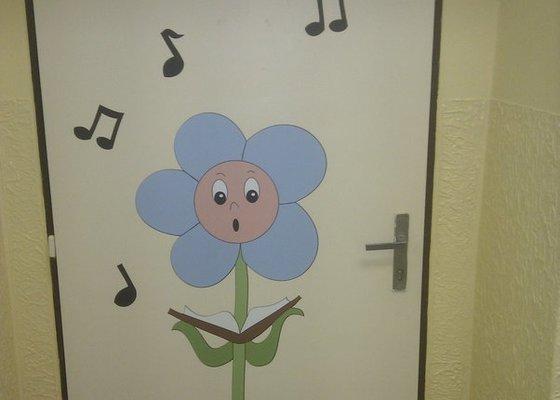 Dekorace dveří v ZŠ