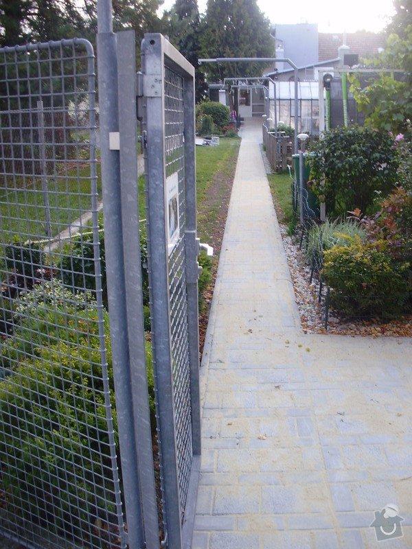 Rekonstrukce dvora a chodníků.: P9280757