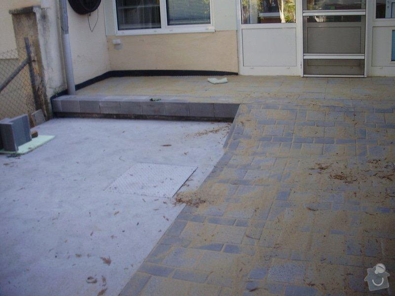 Rekonstrukce dvora a chodníků.: P9280762