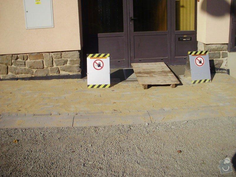 Rekonstrukce dvora a chodníků.: P9280764