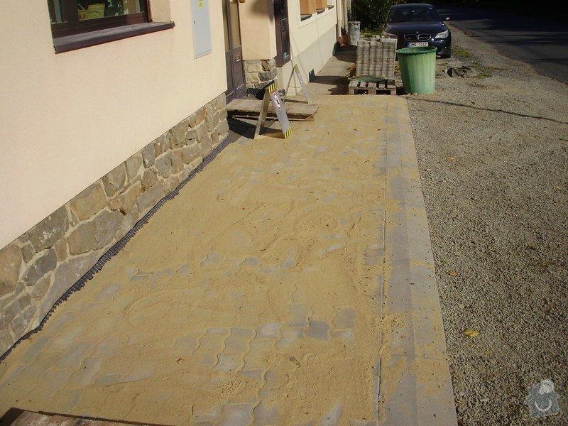 Rekonstrukce dvora a chodníků.: P9280765
