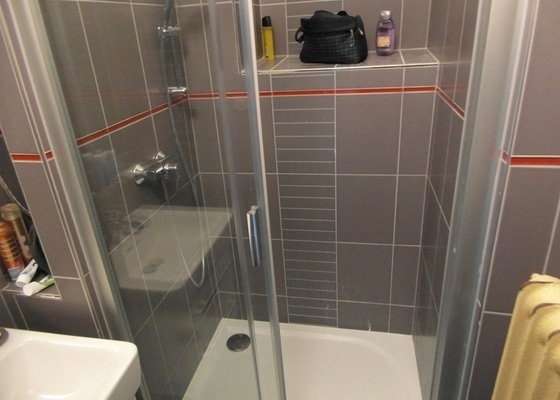 Rekonstrukce koupelny, elektrorozvodů, kuchyně, wc popř. ještě podlahy chodby