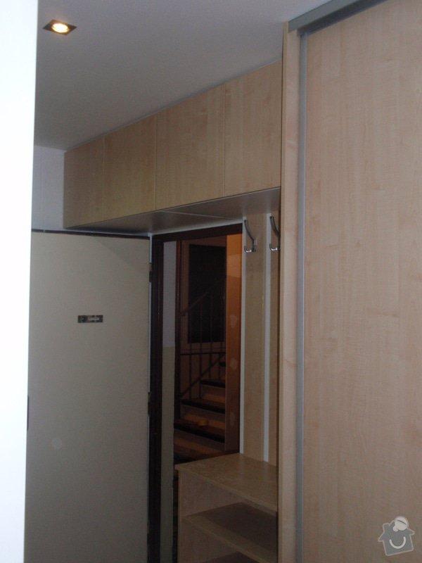 Sádrokartonová příčka a strop + vestavěné skříně a dveře do pouzdra: P1010089