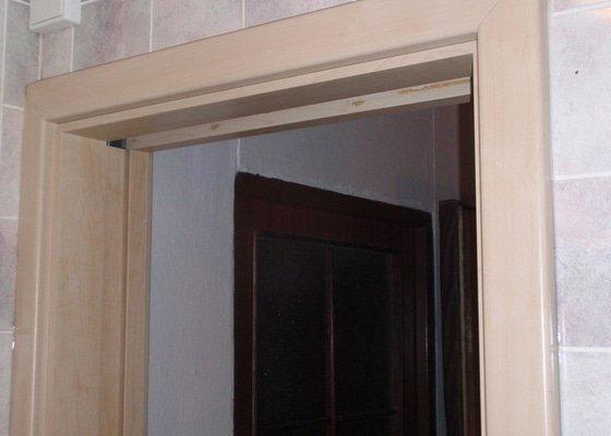 Sádrokartonová příčka a strop + vestavěné skříně a dveře do pouzdra