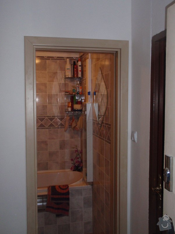 Sádrokartonová příčka a strop + vestavěné skříně a dveře do pouzdra: P1010076