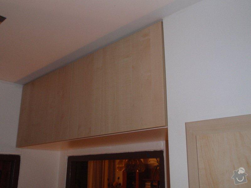 Sádrokartonová příčka a strop + vestavěné skříně a dveře do pouzdra: P1010078
