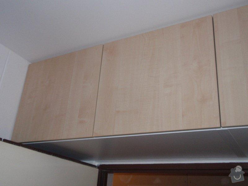 Sádrokartonová příčka a strop + vestavěné skříně a dveře do pouzdra: P1010079