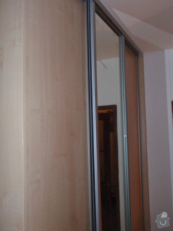 Sádrokartonová příčka a strop + vestavěné skříně a dveře do pouzdra: P1010082