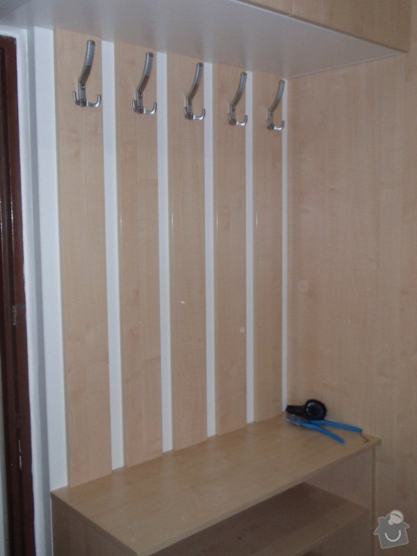 Sádrokartonová příčka a strop + vestavěné skříně a dveře do pouzdra: P1010085
