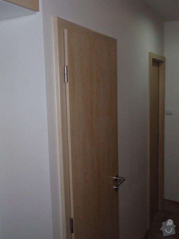 Sádrokartonová příčka a strop + vestavěné skříně a dveře do pouzdra: P1010088