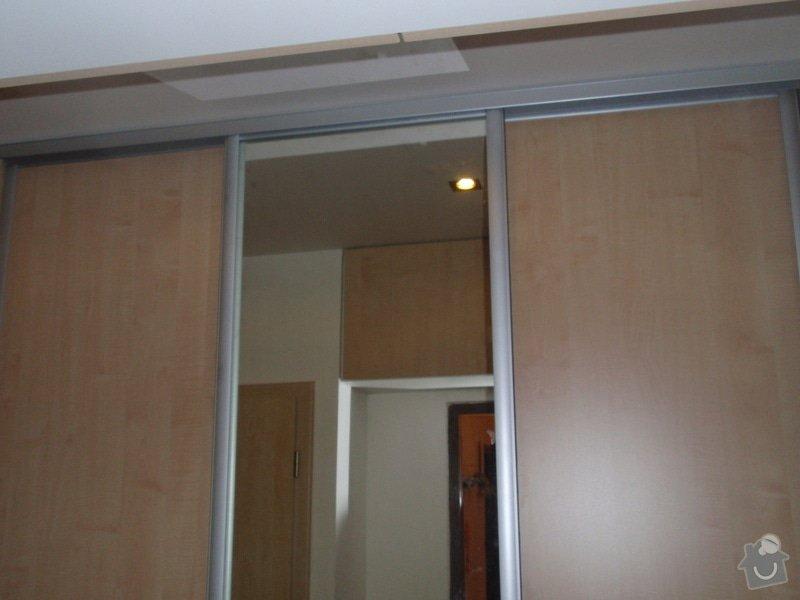 Sádrokartonová příčka a strop + vestavěné skříně a dveře do pouzdra: P1010090