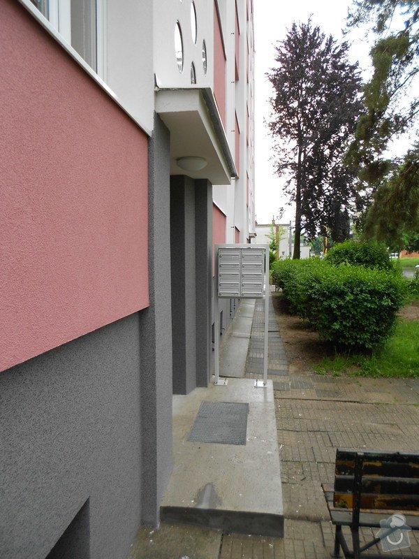 Prodloužení stříšky nad třemi vchody do bytového domu: DSCN0691