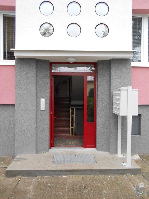 Prodloužení stříšky nad třemi vchody do bytového domu: DSCN0692