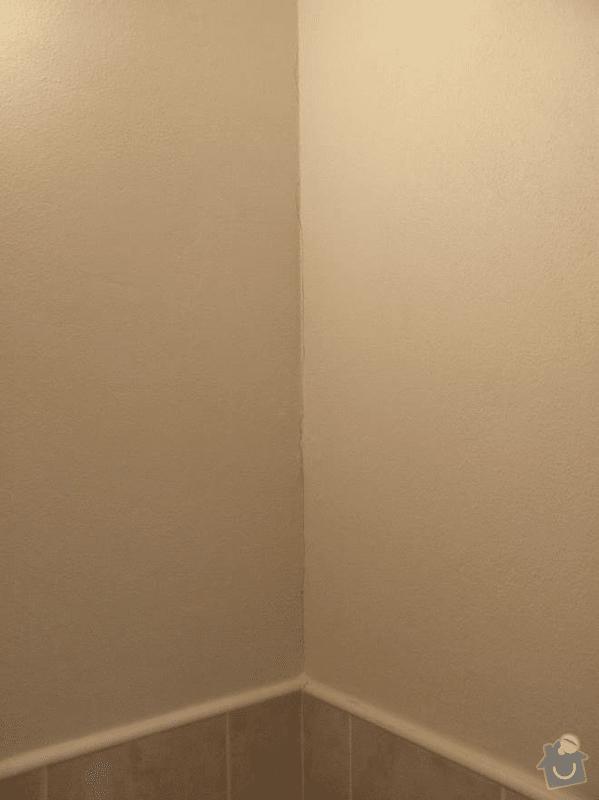 Opravit vícero menších trhlín v novém bytě: Trhliny_ve_styku_dvou_sten