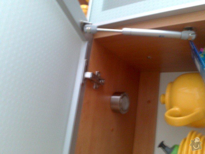 Oprava otevíracího víka u skříňky kuchyňské linky: DSC_0146_1_
