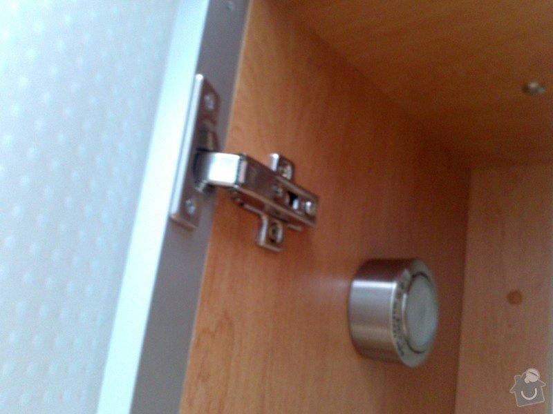 Oprava otevíracího víka u skříňky kuchyňské linky: DSC_0145_1_