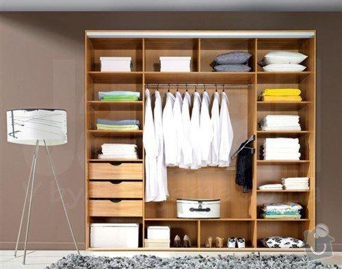 Vestavěná šatní skříň + postel včetně nočních stolků: vnitrek