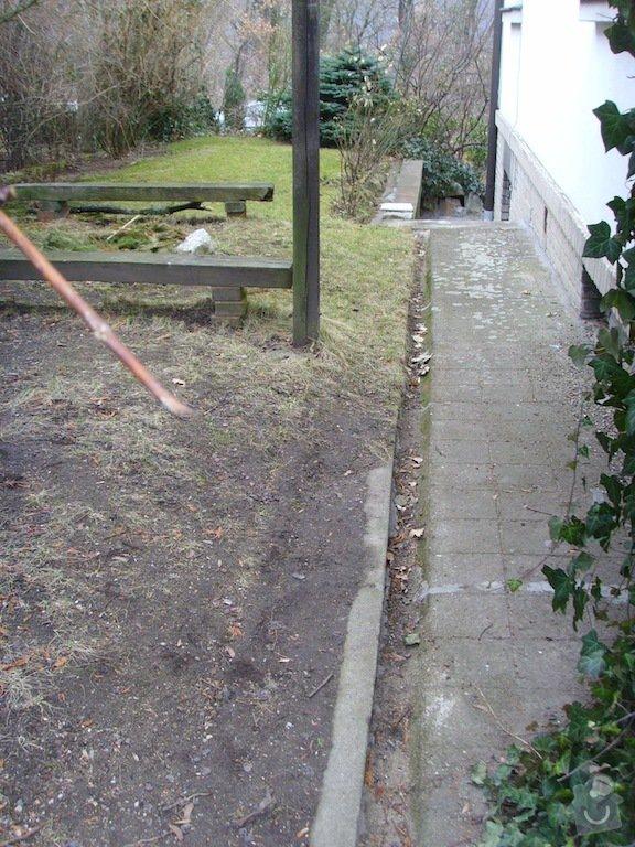 Litý beton a schody kolem domu: chodnicky_a_zlabky_2