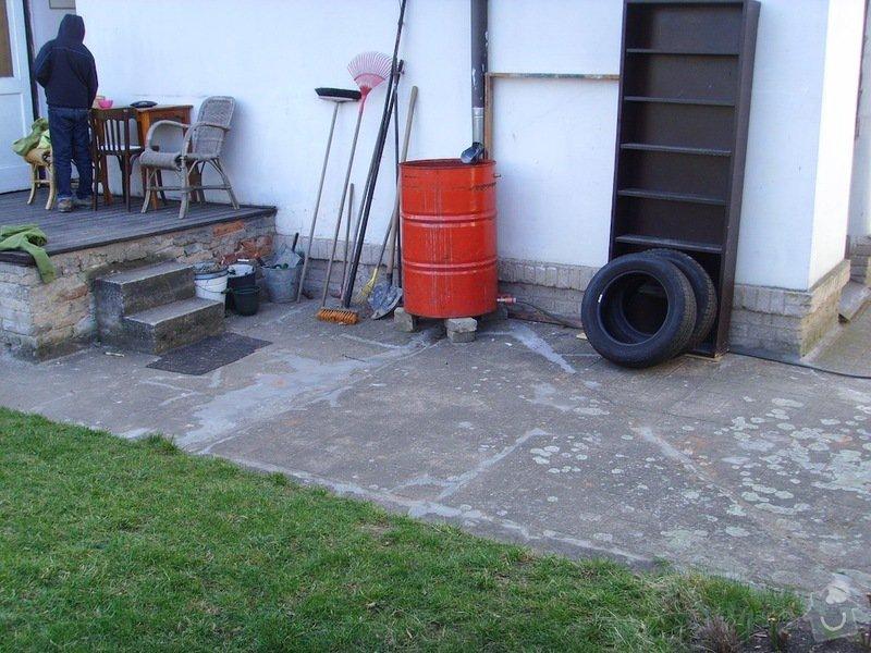 Litý beton a schody kolem domu: chodnicky_a_zlabky_7